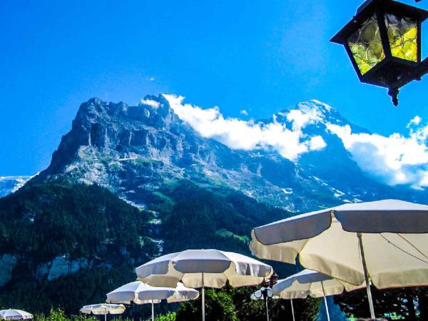 スイスアルプスの山並み
