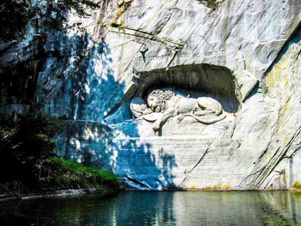 ルツェルン 瀕死のライオン像