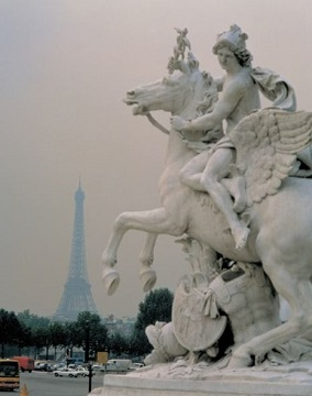 パリ・エッフェル塔遠景