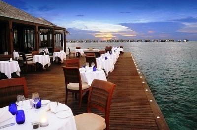 水上レストラン「Falhumaa」