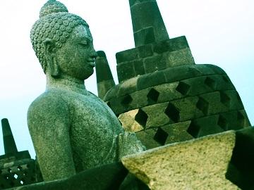 <<シニア割60>>(バリ滞在付き)真剣に世界遺産を見学『世界最大級仏教遺跡ボロブドゥール寺院と周辺寺院群』と『壮麗なヒンドゥ遺跡プランバナン寺院』を専用車と専属ガイドで訪れます。【宿泊はボロブドゥール寺院遺跡敷地内ホテル】☆事前座席指定無料☆