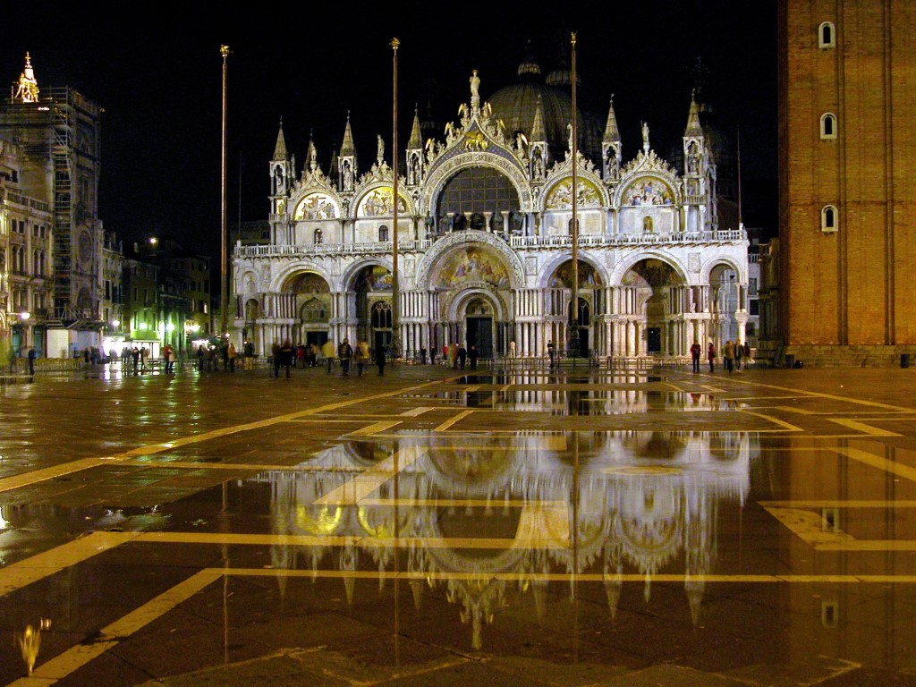 雨のサンマルコ広場